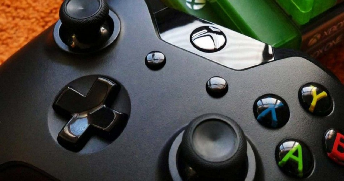 MICROSOFT COULD LAUNCH A SPECIAL XBOX CONTROLLER FOR MOBILE GAMING AND WE CAN'T WAIT TO TRY IT