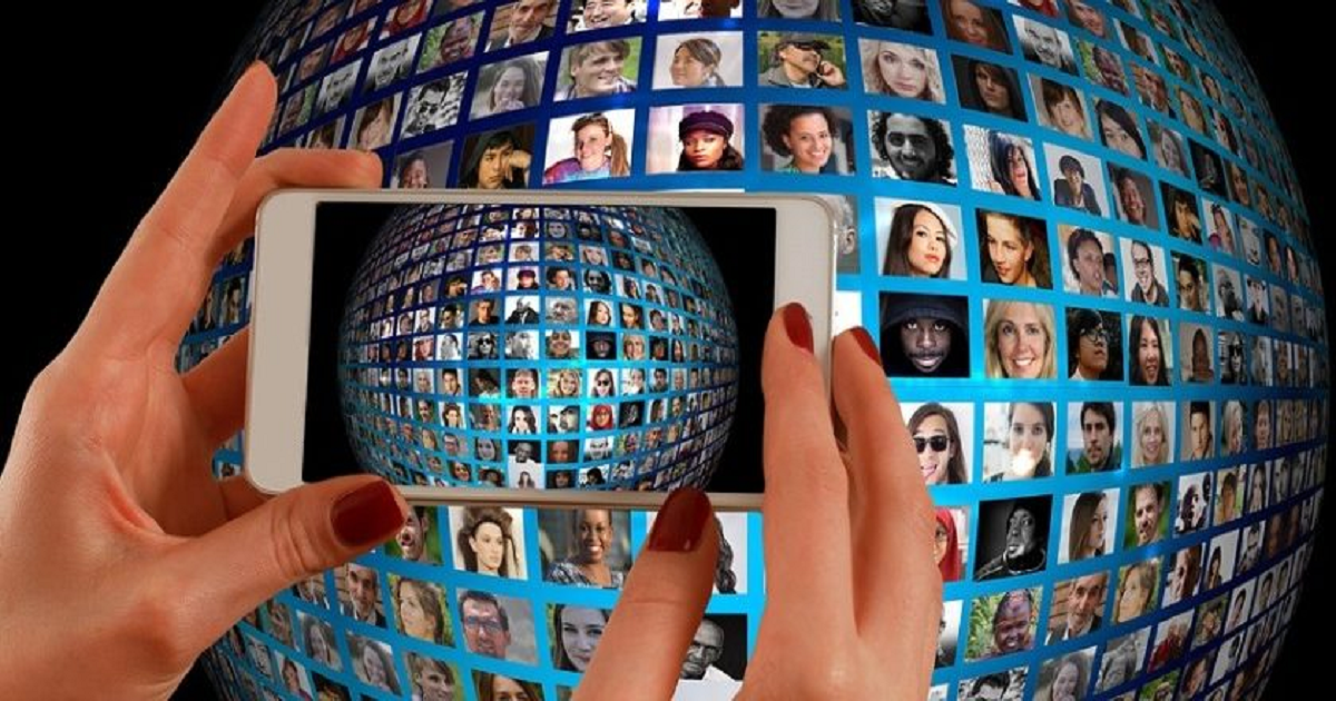 THE REVOLUTION OF AUGMENTED AND VIRTUAL REALITY FOR CUSTOMER ENGAGEMENT